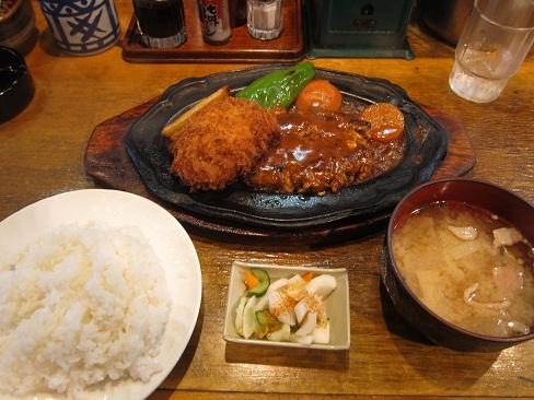カニコロッケとハンバーグ定食
