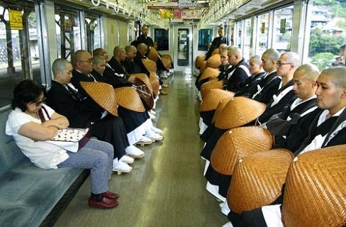 坊さん列車